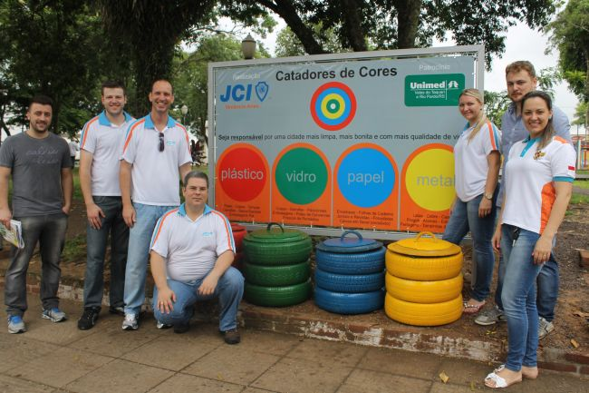 JCI instalou as lixeiras no sábado, 13